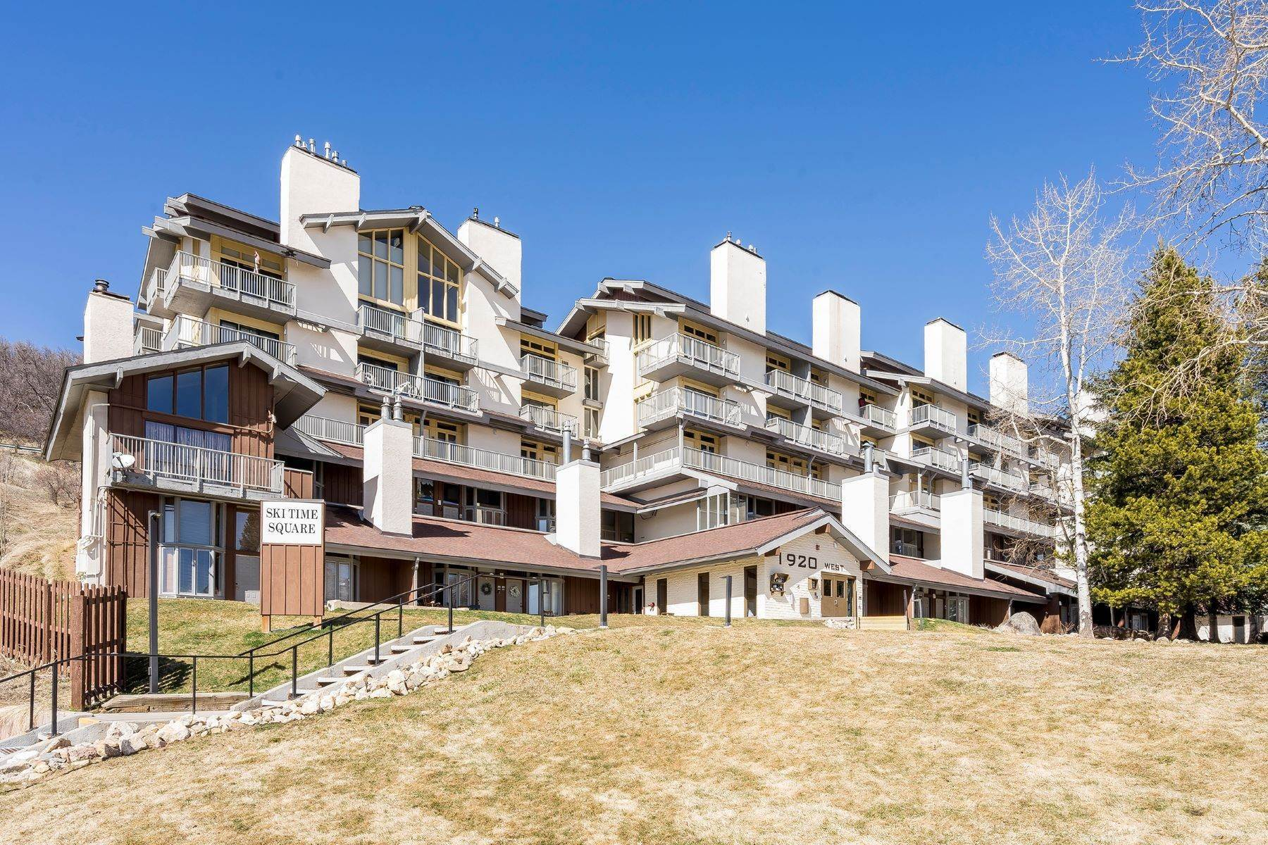 Condominiums por un Venta en Ski Time Square Condominium 1920 Ski Time Square Drive Unit #102 Steamboat Springs, Colorado 80487 Estados Unidos