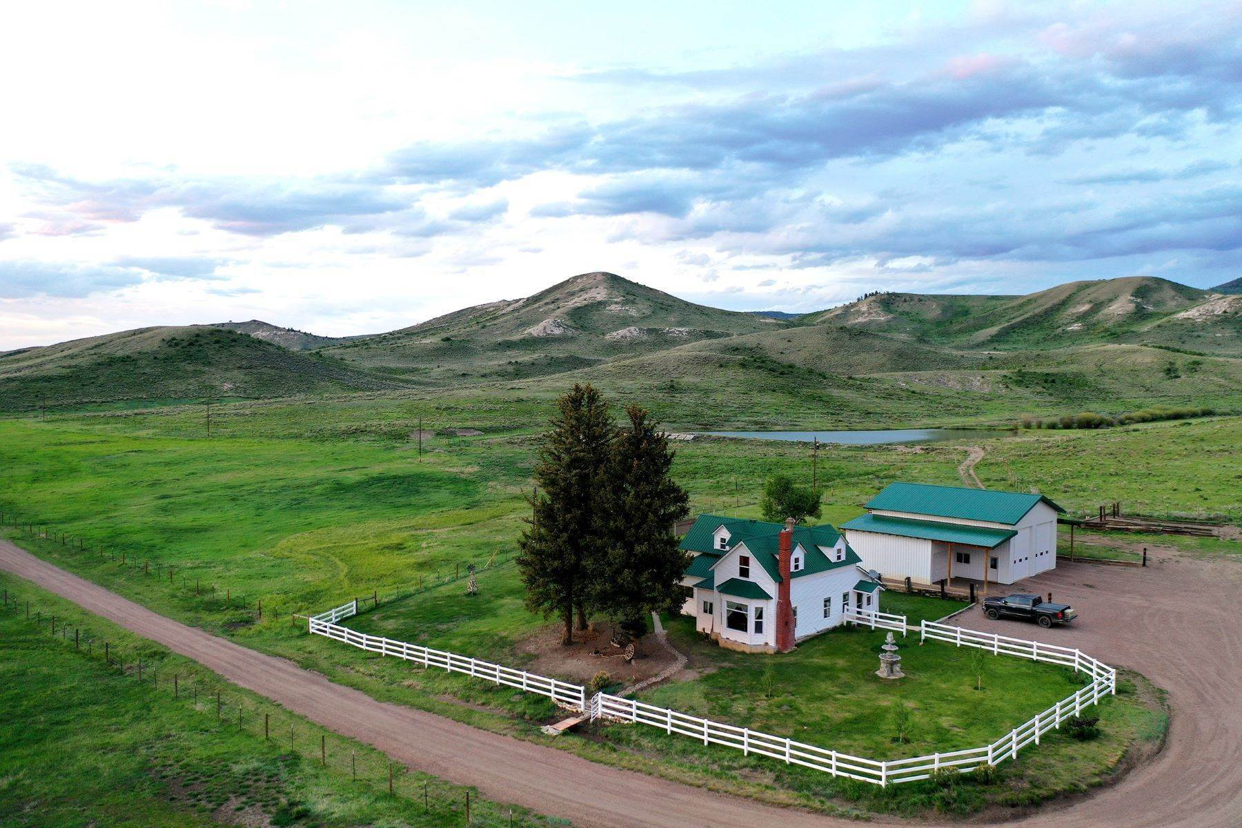43. Farm and Ranch Properties pour l Vente à White Hawk Ranch 13400 HWY 131 Yampa, Colorado 80483 États-Unis