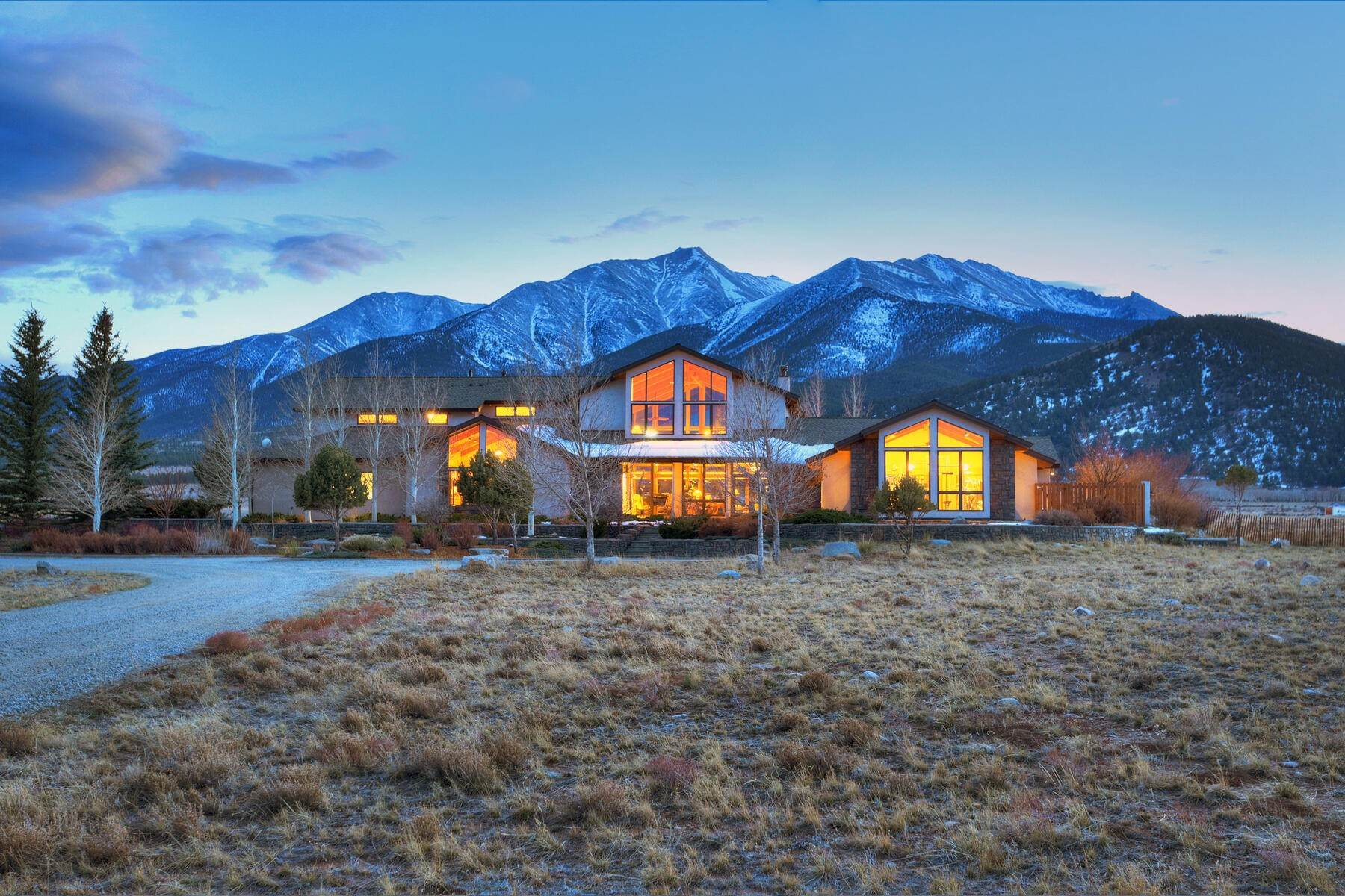 Single Family Homes por un Venta en Soaring Peaks Home 27484 County Road 339 Buena Vista, Colorado 81211 Estados Unidos