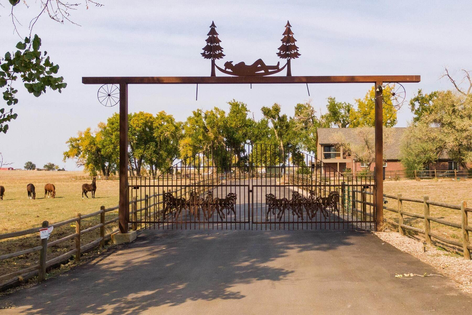Single Family Homes 为 销售 在 The Rest Ranch…the epitome of a Lifestyle Ranch! 15511 County Road 12 Fort Lupton, 科罗拉多州 80621 美国