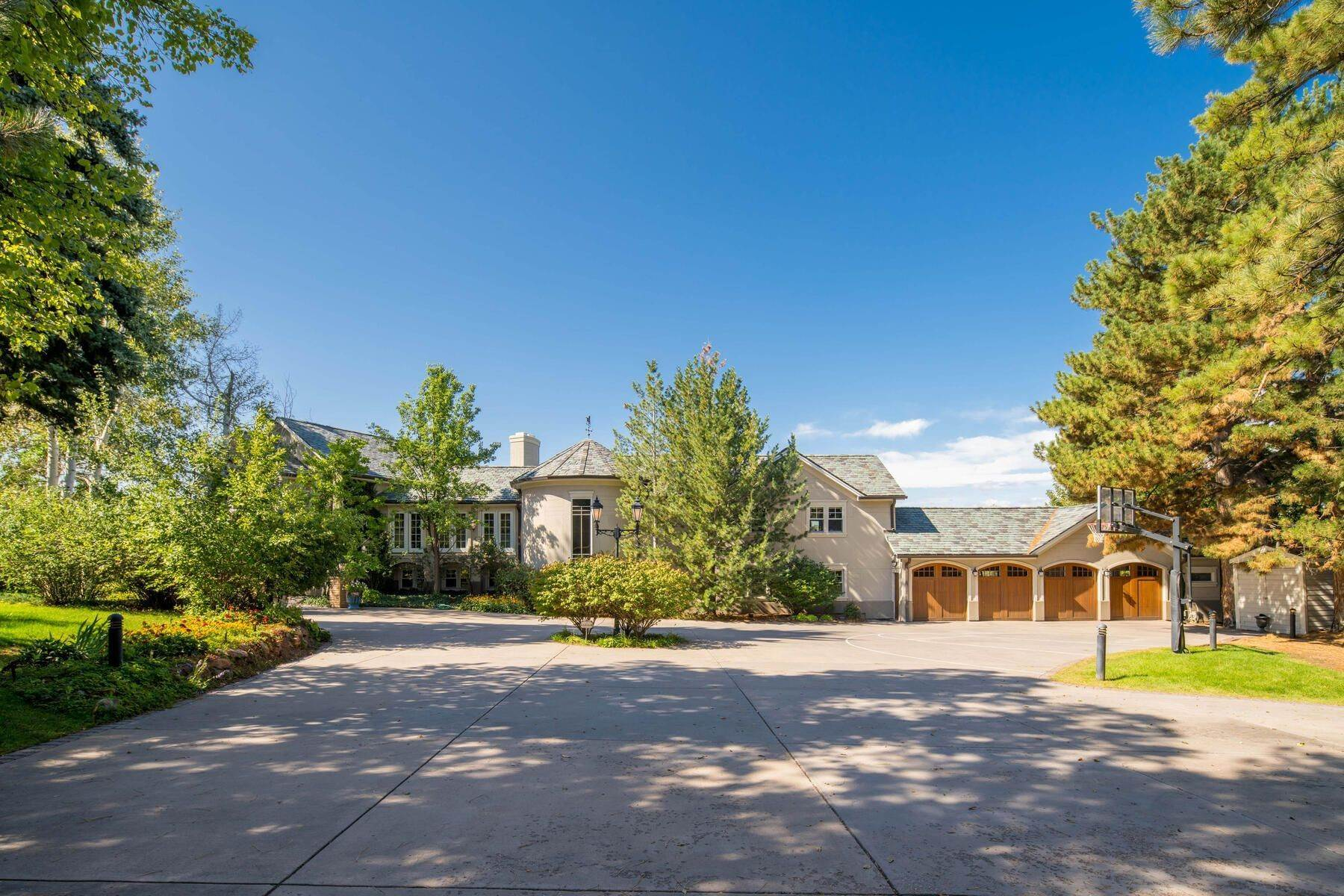 Single Family Homes 为 销售 在 Elegant Cherry Hills Estate Surrounded by Three Acres 4975 S University Boulevard 樱桃山庄, 科罗拉多州 80113 美国