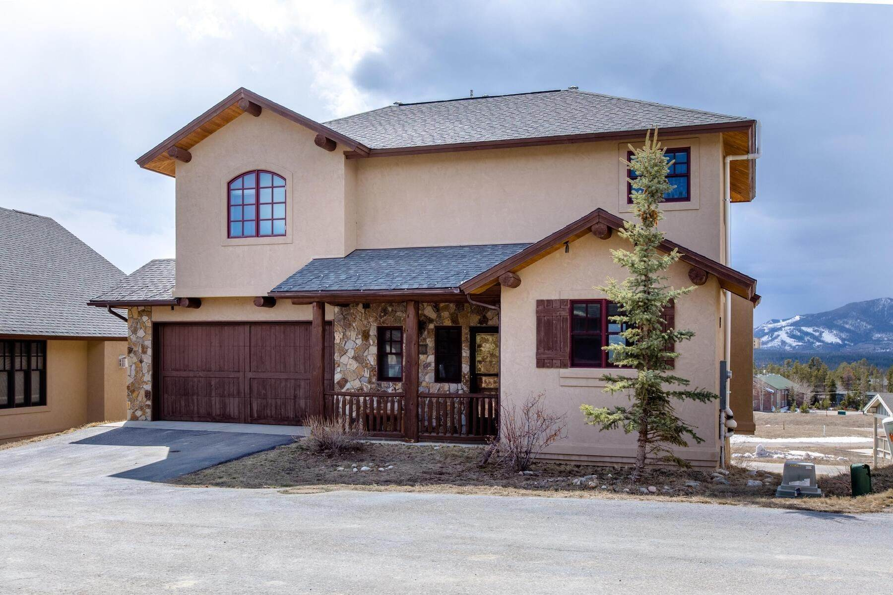 Single Family Homes for Sale at Enjoy the Mountain Lifestyle in this Fully Furnished Home! 410 Trappers Way Fraser, Colorado 80442 United States